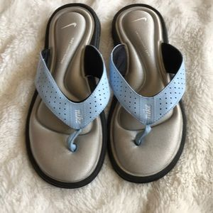 Nike comfort thong sandals size 6 women's